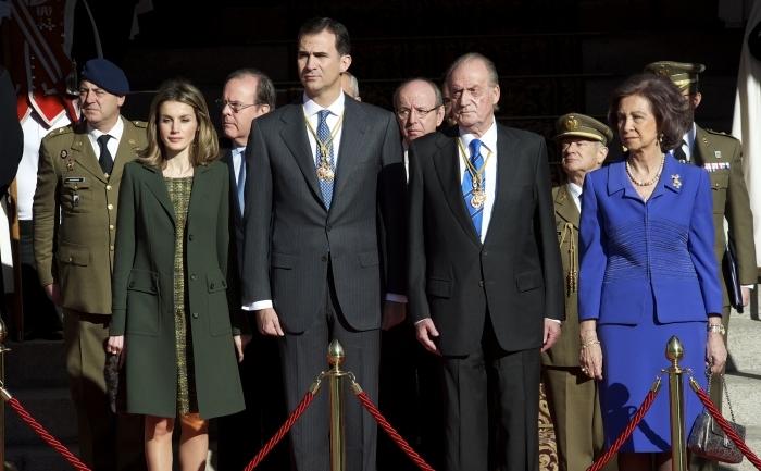Regele Spaniei Juan Carlos I de Borbón abdică