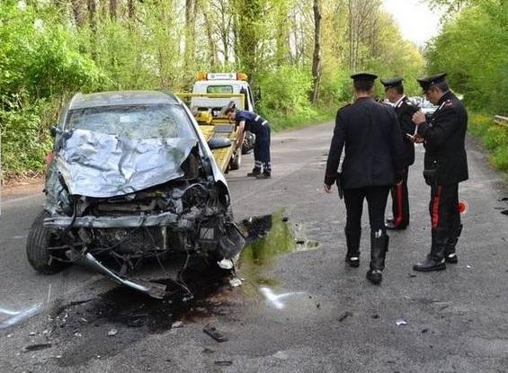 Doi români implicați într-un accident grav în Italia. Unul a murit