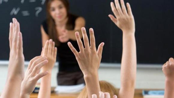 Poți să fii profesor de Limbă, Cultură și Civilizație Românească. Vezi care sunt condițiile