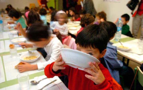 Copiii români sunt cei mai afectați. Școlarii din Granada nu mai primesc masa de prânz