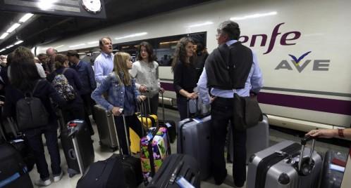 Sabotaj sau furt de cablu? Zeci de trenuri dinspre Barcelona sunt blocate de o avarie
