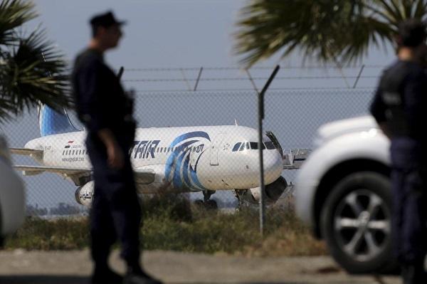 MAE:  În aeronava EgyptAir deturnată nu se afla niciun cetățean român