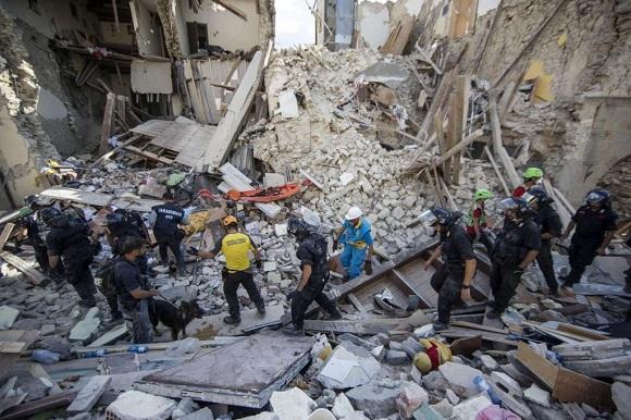 Guvernul României acordă ajutoare familiilor de români afectate de cutremurul din Italia