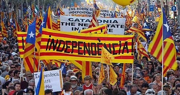 Spania: Proteste în stradă. Sute de mii separatiști catalani cer secesiunea
