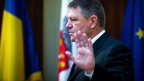 """Iohannis """"mulțumește"""" Diasporei! Legea eliminării taxelor consulare, atacată la Curtea Constituțională"""