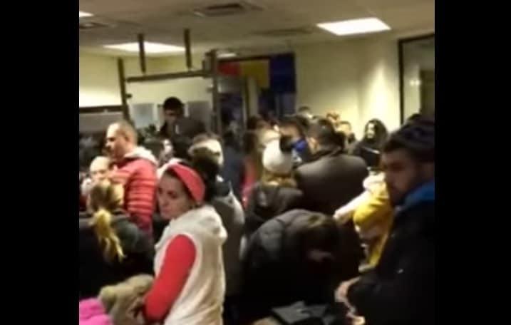 VIDEO.Consulatul României de la Londra. Români umiliți. Cozi infernale la ghișee și în stradă