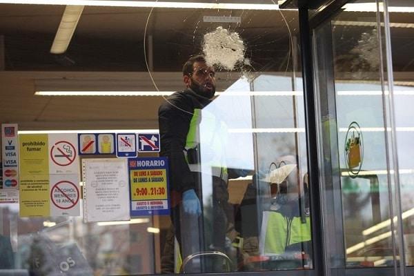 VIDEO. Atac armat în Spania. Un bărbat a deschis focul într-un supermarket din nordul țării