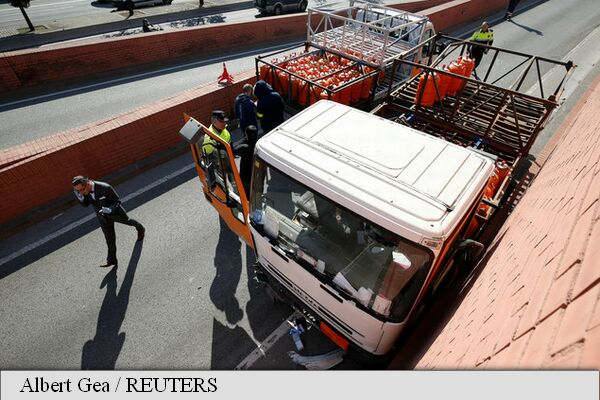 Spania. Șofer arestat cu focuri de armă. Conducea pe contrasens un camion cu o încărcătură periculoasă