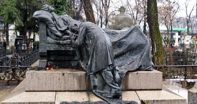 """Un deputat de Diaspora vrea cimitire românești în străinătate. """"Să fim îngropați strămoșește"""""""
