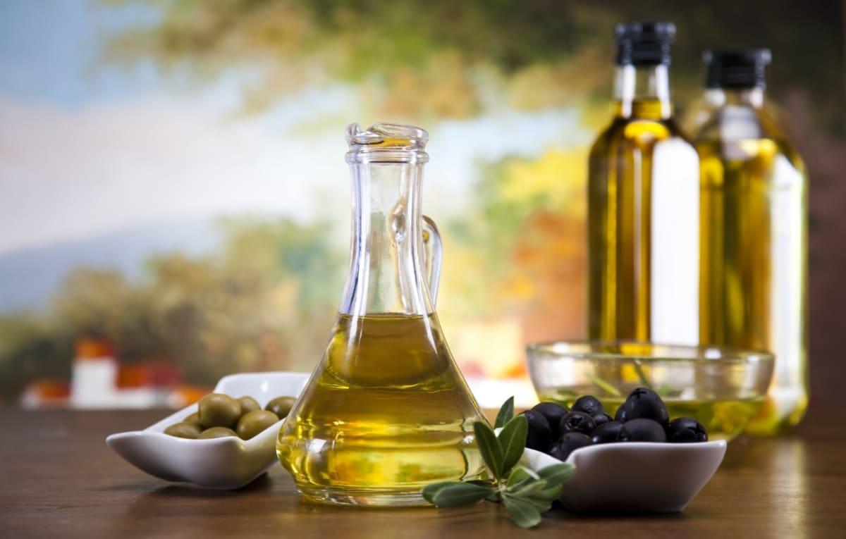 Explodează prețul la uleiul de măsline. Recoltele din Spania au fost distruse de inundații