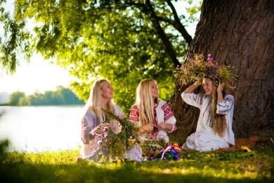 tradiții și obiceiuri românești