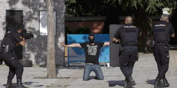 """Ostatici pe un aeroport din Spania. Poliția: """"A fost doar o simulare!"""""""