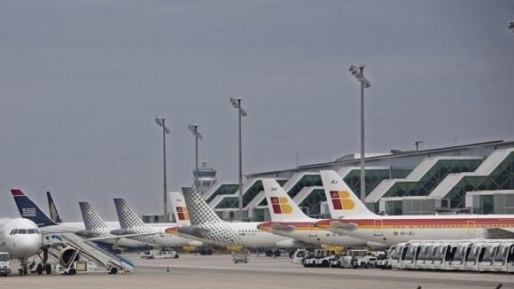 Lucrurile se precipită în Catalonia. Ministerul Transporturilor din Spania a închis spațiul aerian din Barcelona