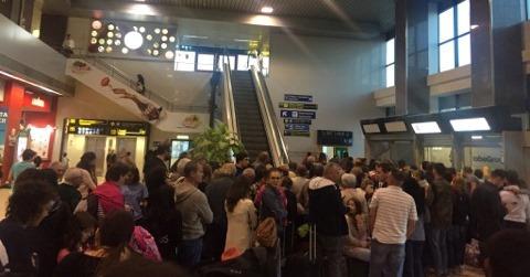 100 de români, blocaţi în aeroportul din Lisabona